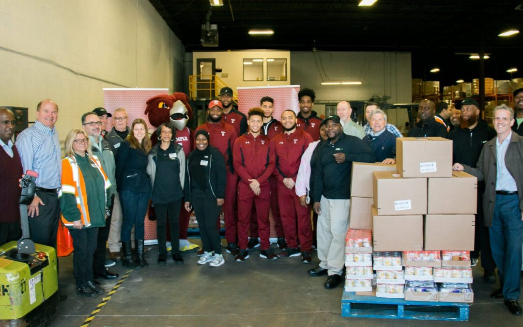 Fresh Grocer and Temple Basketball Team Up to Fight Hunger